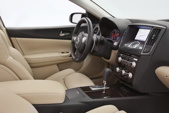 2013 Nissan Maxima: New Car Review featured image large thumb20