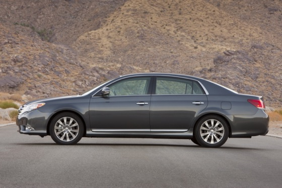 2012 Toyota Avalon: New Car Review featured image large thumb2