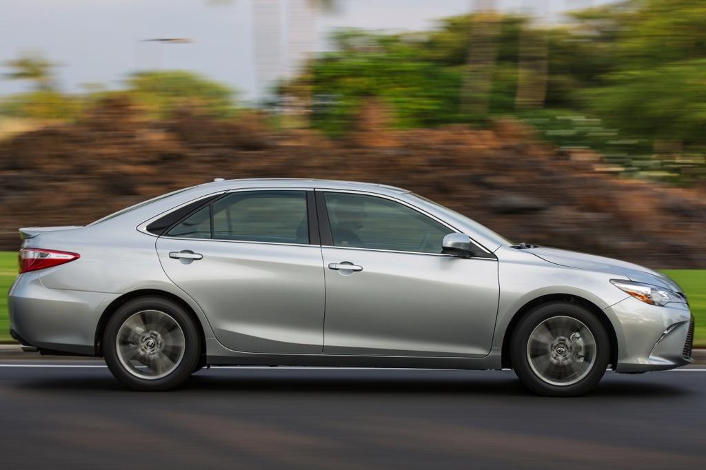 Toyota Camry 2015 so với Honda Accord 2015  nào là tốt hơn?