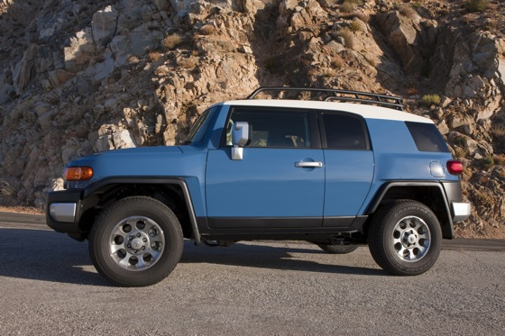 2013 Toyota FJ Cruiser: New Car Review featured image large thumb8