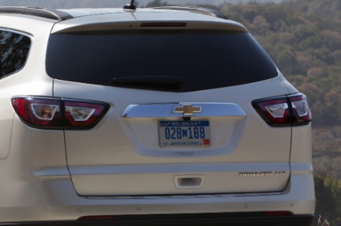 2014 Toyota Highlander vs. 2014 Chevrolet Traverse: Which Is Better? featured image large thumb6