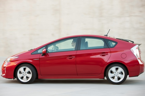 2013 Toyota Prius Plug-in Hybrid: New Car Review featured image large thumb9