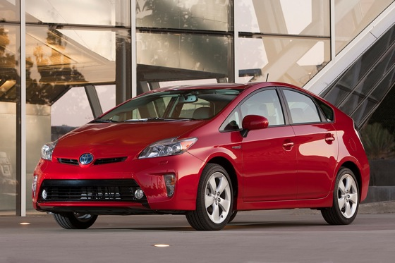 2013 Toyota Prius Plug-in Hybrid: New Car Review featured image large thumb3