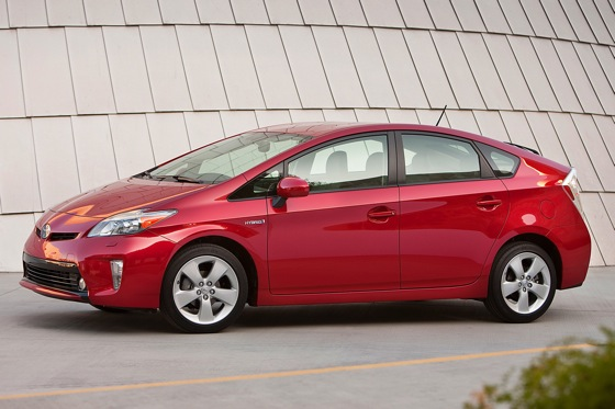 2013 Toyota Prius Plug-in Hybrid: New Car Review featured image large thumb6