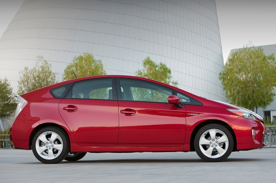 2013 Toyota Prius Plug-in Hybrid: New Car Review featured image large thumb2