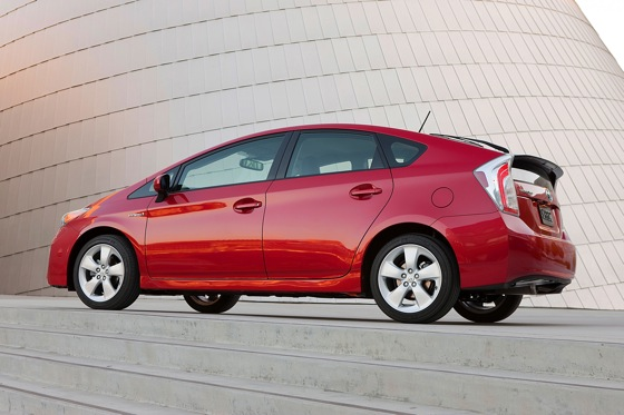 2012 Toyota Prius: New Car Review featured image large thumb2