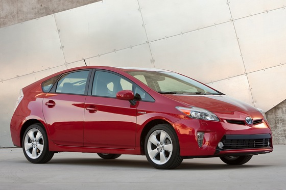 2014 Toyota Prius vs. 2014 Lexus CT 200h: What's the Difference? featured image large thumb0