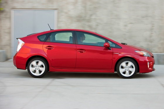2014 Toyota Prius vs. 2014 Lexus CT 200h: What's the Difference? featured image large thumb1