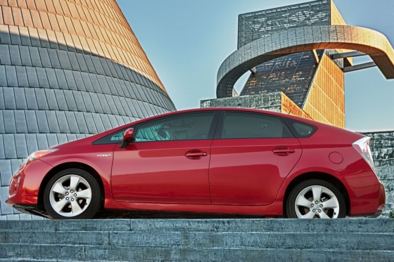 2012 Toyota Prius: New Car Review featured image large thumb22