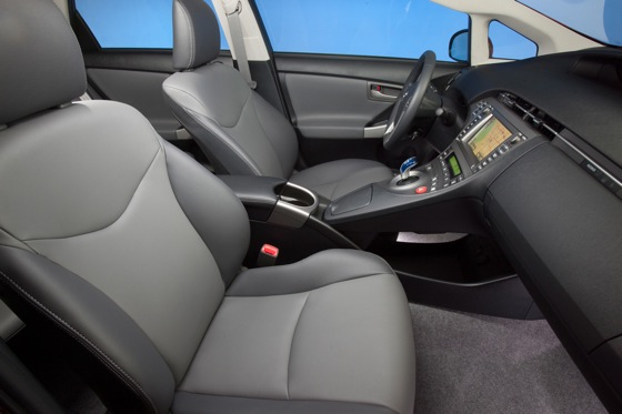 2012 Toyota Prius: New Car Review featured image large thumb26