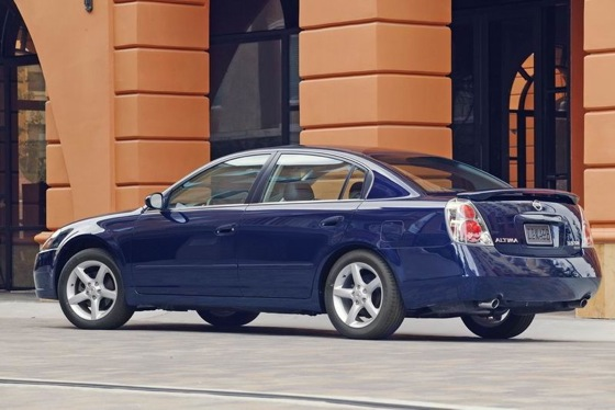 2002-2006 Nissan Altima - Used Car Review featured image large thumb1