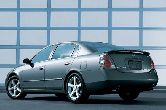 2002-2006 Nissan Altima - Used Car Review featured image large thumb3