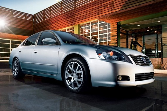 2002-2006 Nissan Altima - Used Car Review featured image large thumb4
