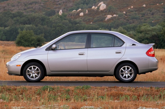 2001-2003 Toyota Prius - Used Car Review featured image large thumb3