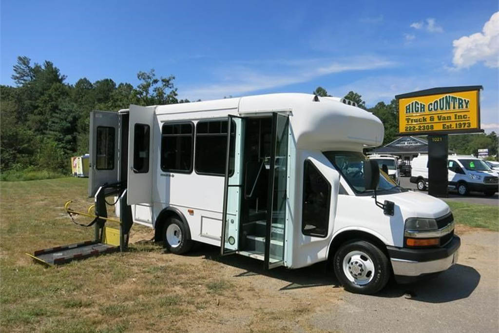 2006 Chevrolet Express Shuttle Bus With Wheelchair Access