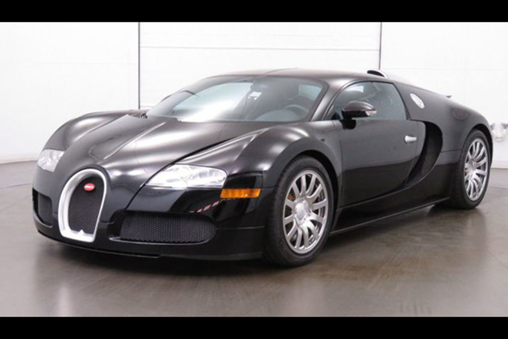 All-Black: 2008 Bugatti Veyron