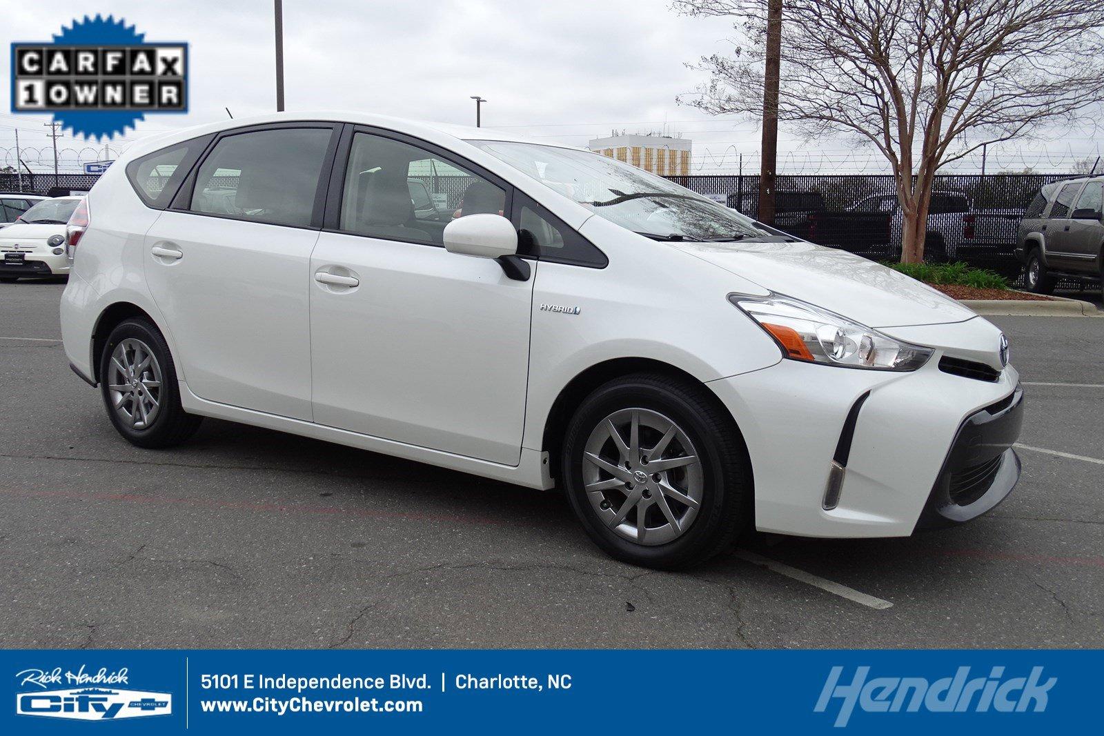 2017 Toyota Prius V Four image