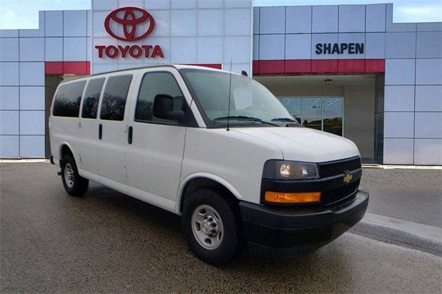 2018 Chevrolet Express 2500 LS Passenger image