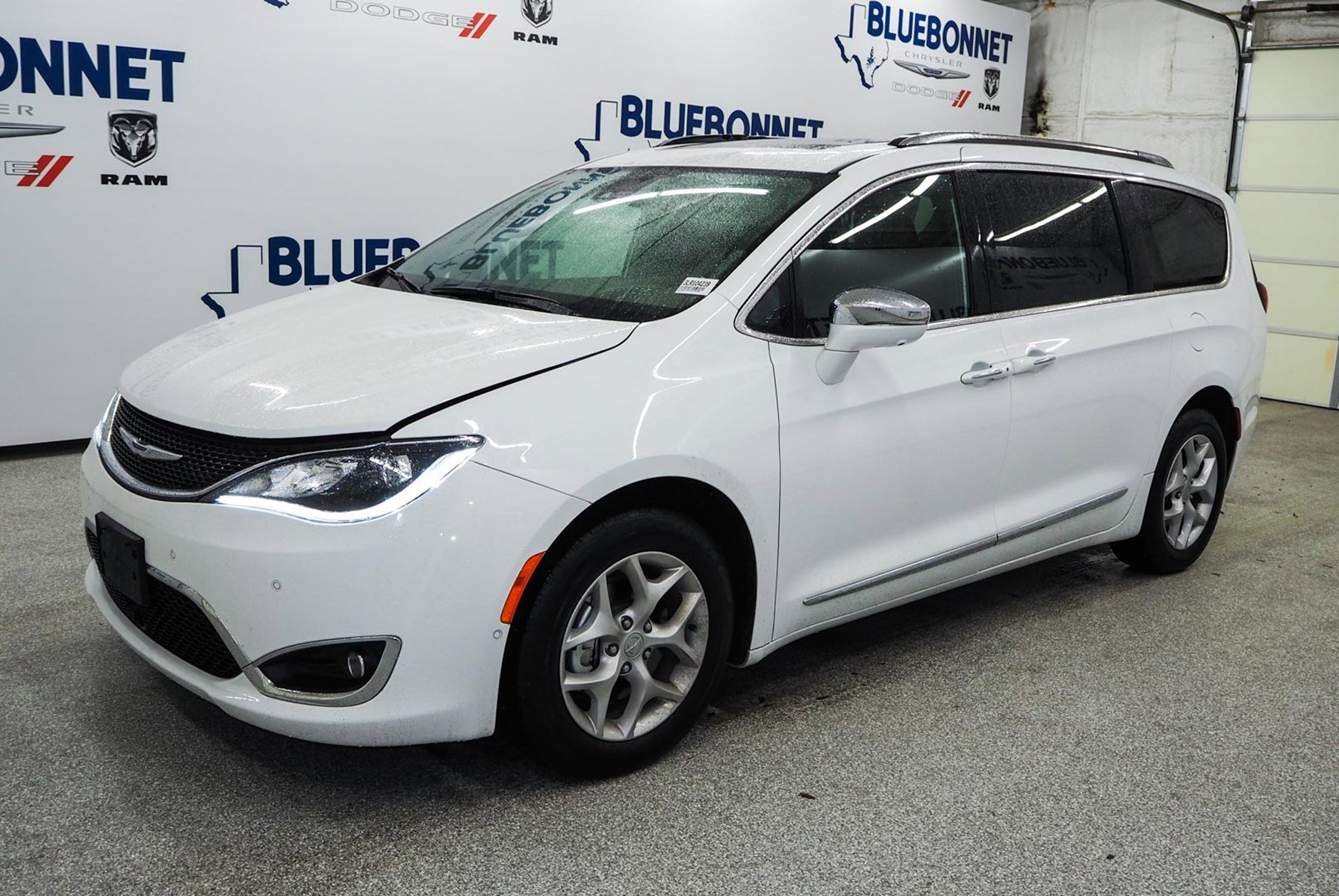 2020 Chrysler Pacifica Limited image