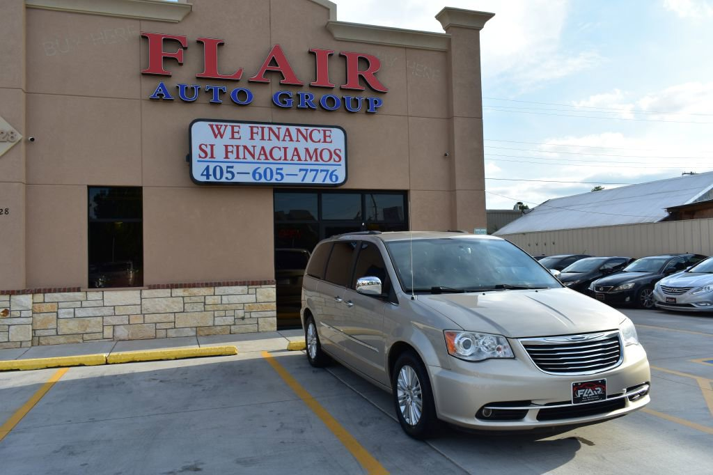 2013 Chrysler Town & Country Limited image