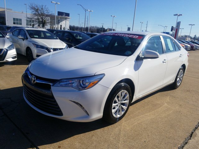 2016 Toyota Camry LE image