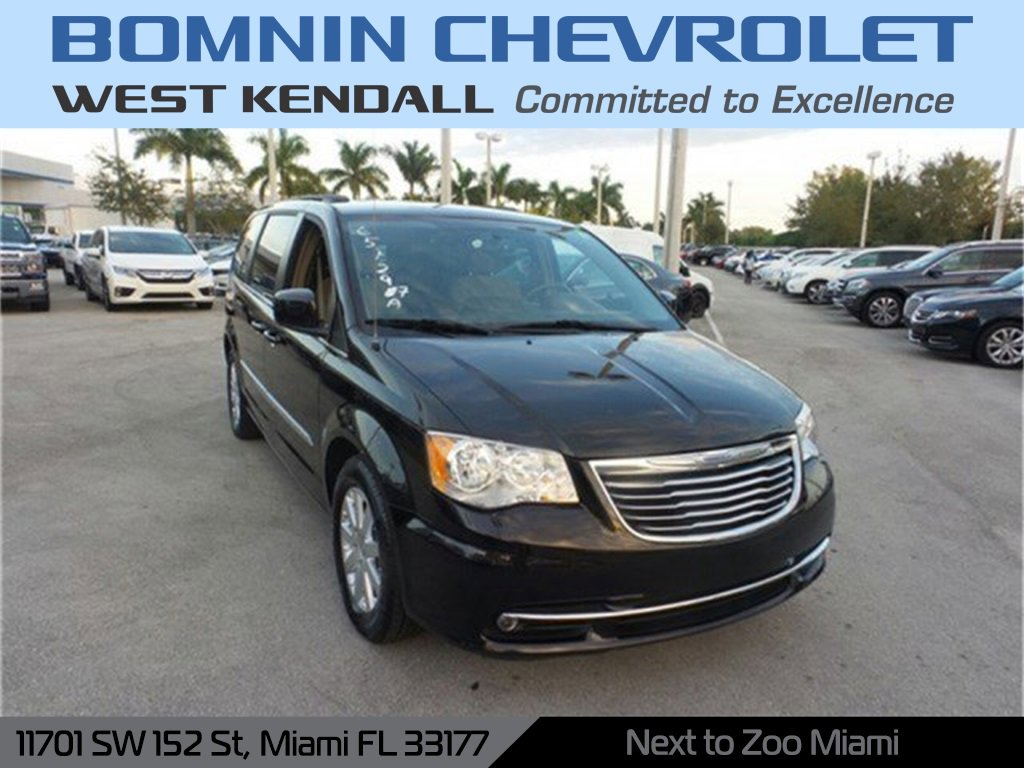 2015 Chrysler Town & Country Touring image