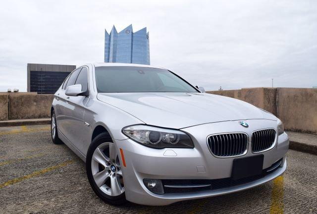 2011 BMW 528i Sedan image