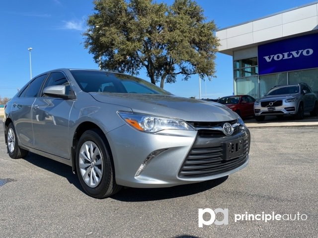 2017 Toyota Camry LE image