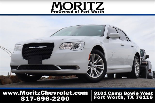 2019 Chrysler 300 Touring image