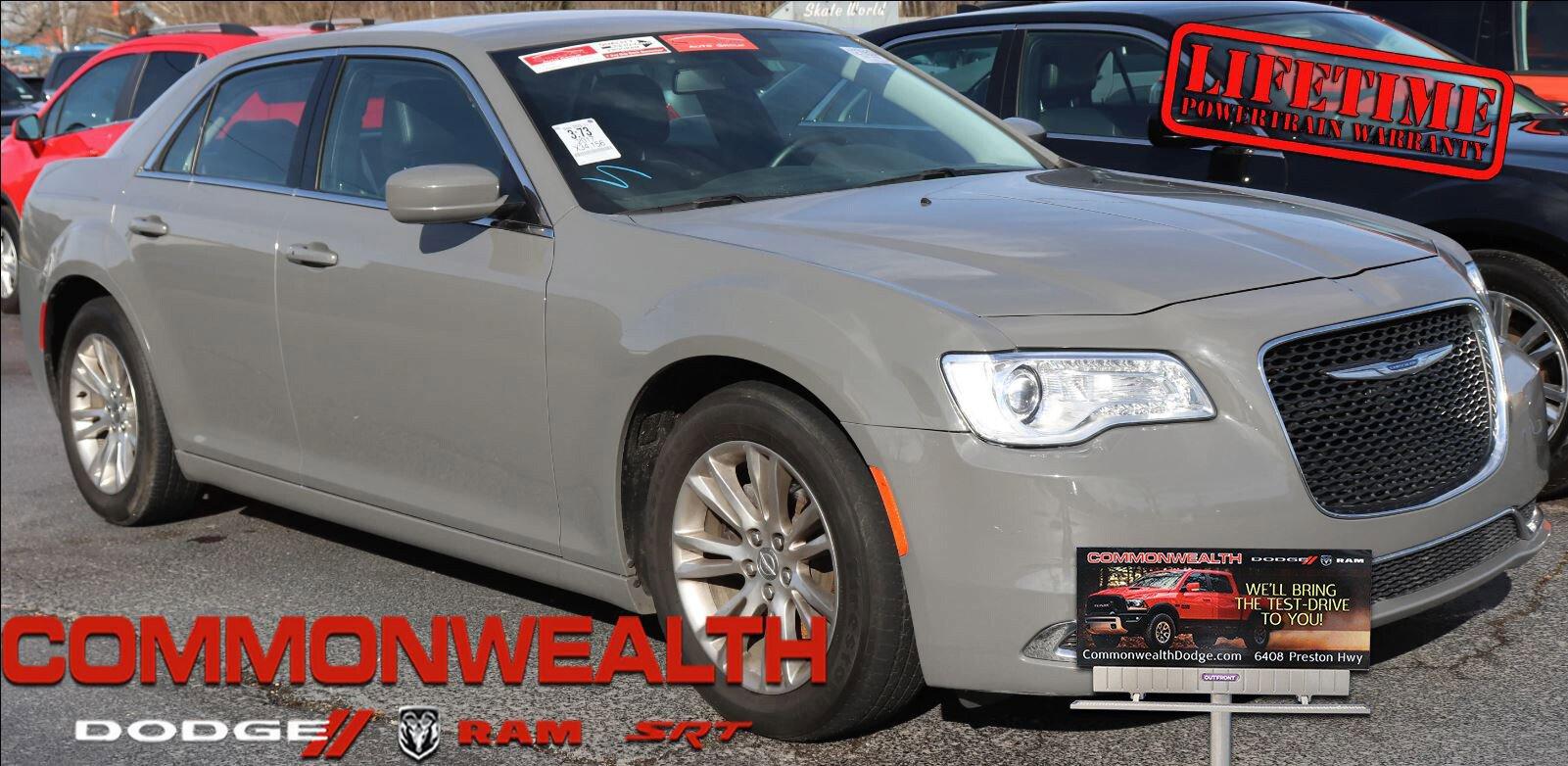 2017 Chrysler 300 Limited image