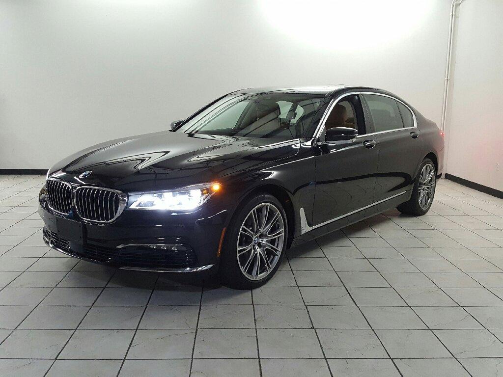 2016 BMW 750i  image
