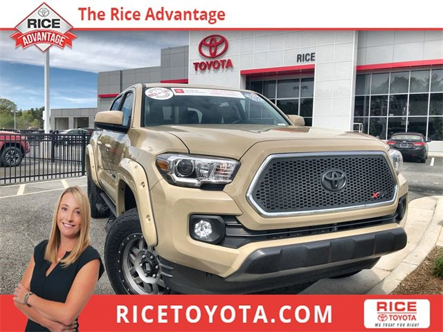2017 Toyota Tacoma w/ SR5 Package image