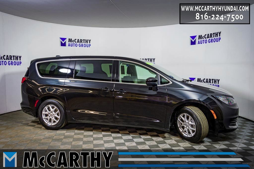 2017 Chrysler Pacifica Touring image