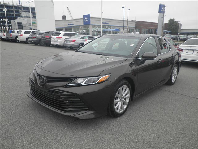 2018 Toyota Camry LE image