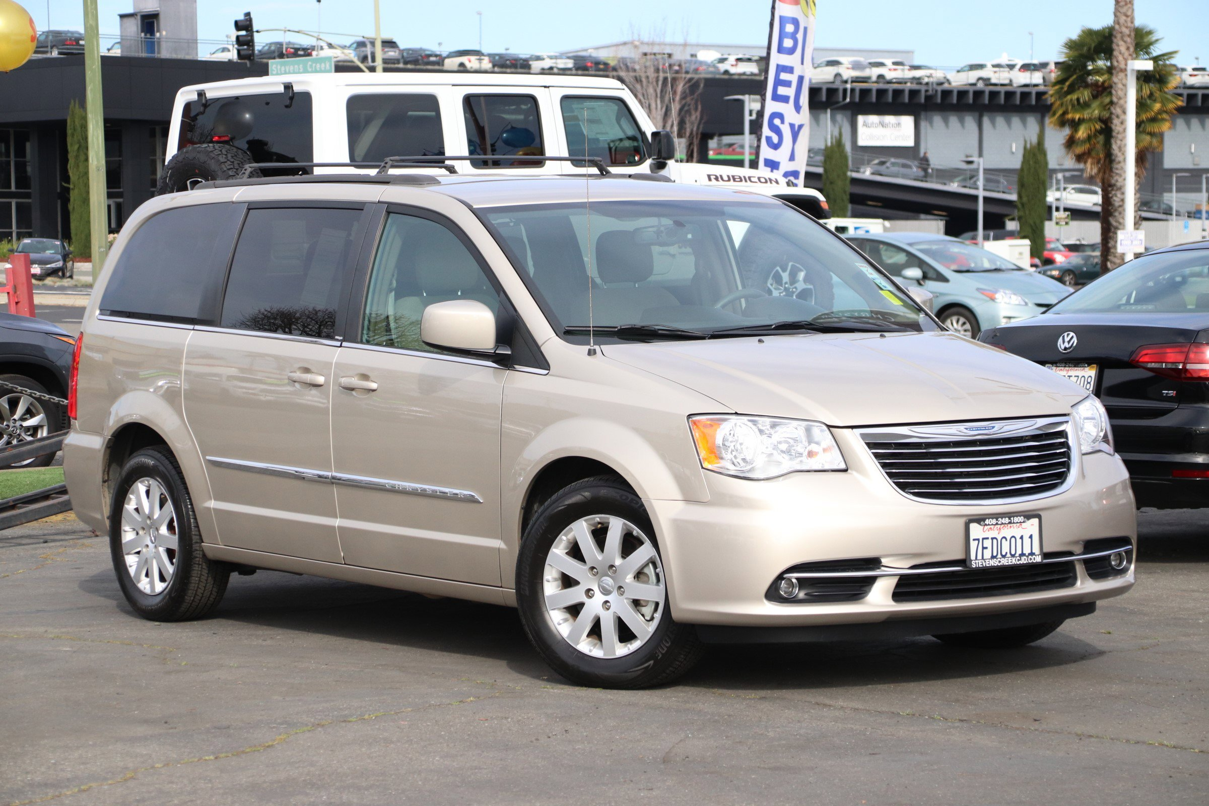 2014 Chrysler Town & Country Touring image