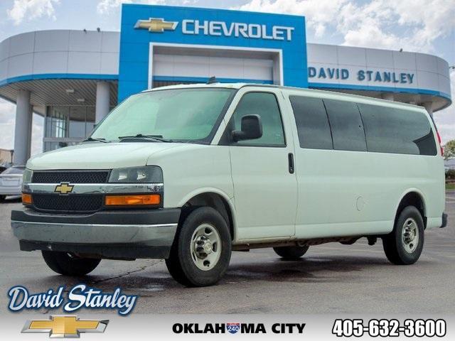 2018 Chevrolet Express 3500 LT Extended Passenger image