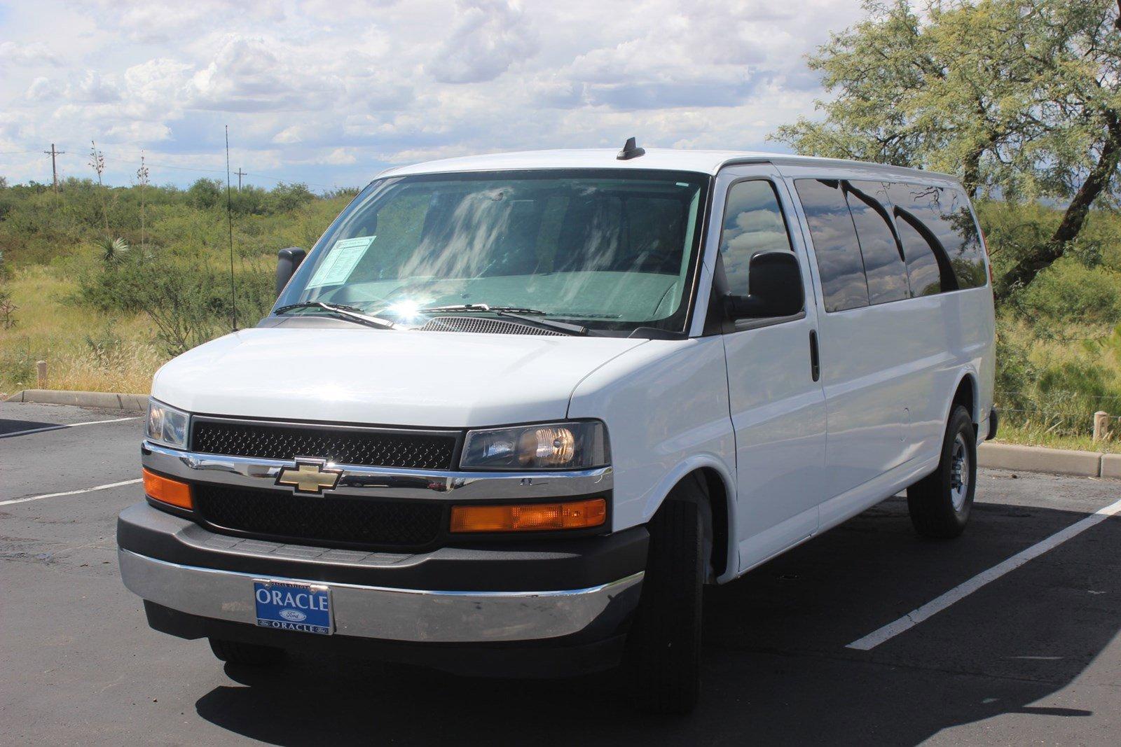 2017 Chevrolet Express 3500 LT Extended Passenger image