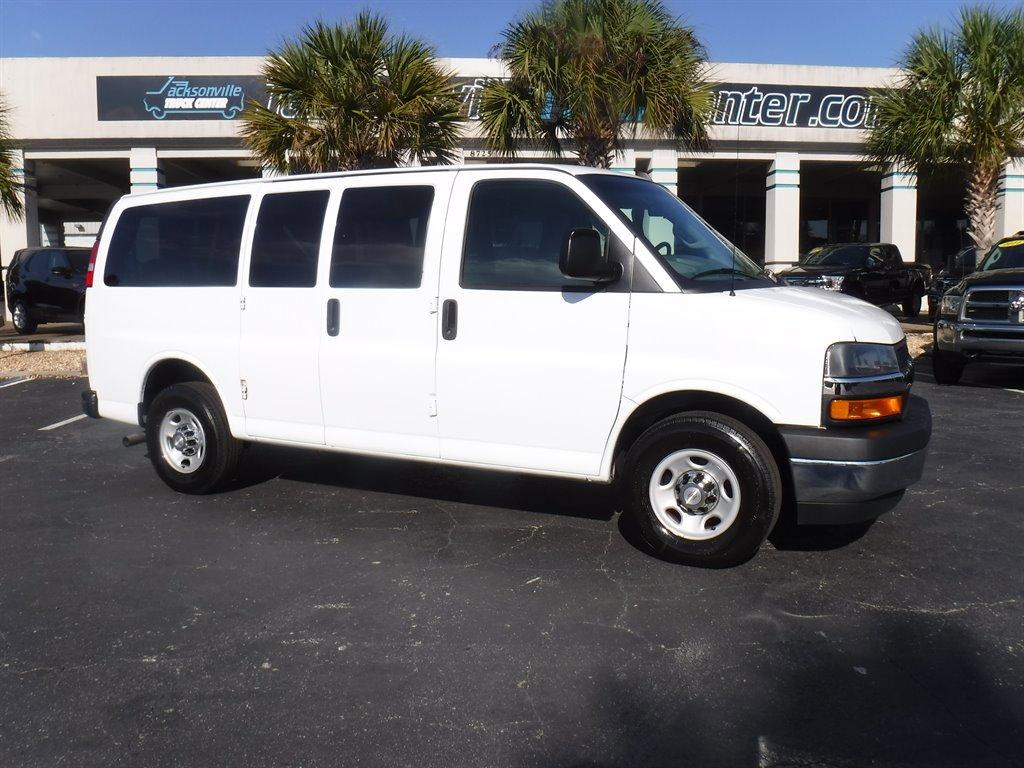 2018 Chevrolet Express 2500 LT Passenger image