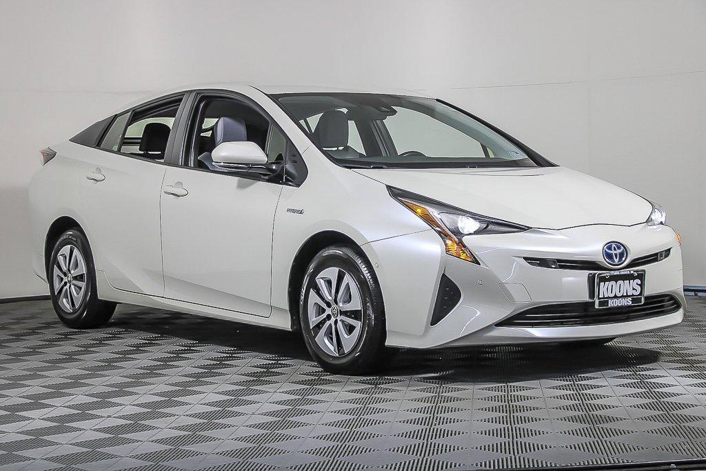 2017 Toyota Prius Three image