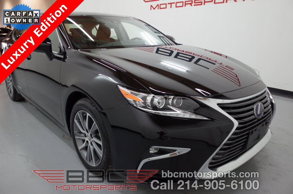 2017 Lexus ES 300h w/ Luxury Package image