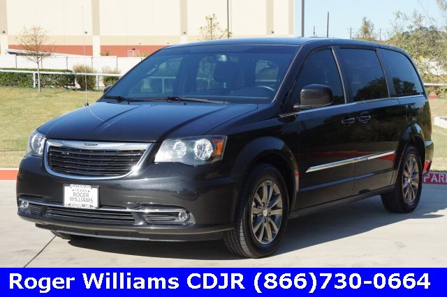 2015 Chrysler Town & Country S image