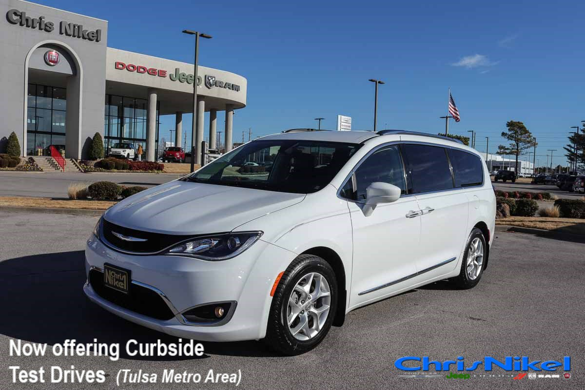 2017 Chrysler Pacifica Touring-L Plus image