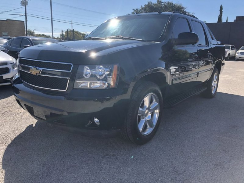 2013 Chevrolet Avalanche 2WD LS image