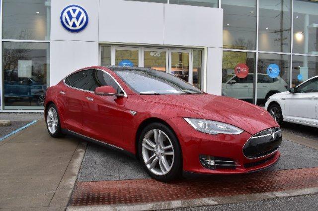 2015 Tesla Model S 70D image