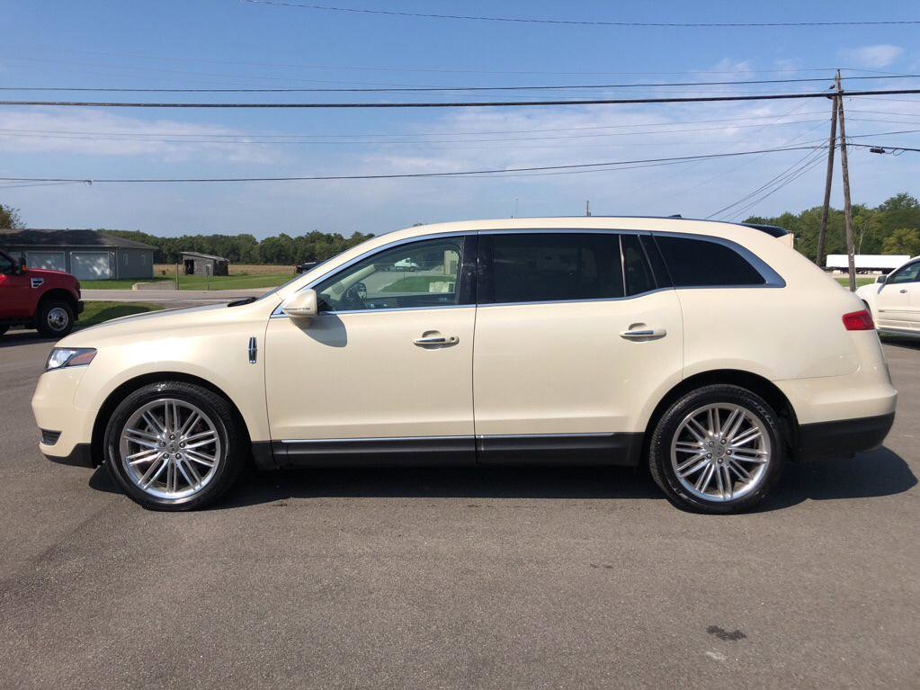 2016 Lincoln MKT AWD image