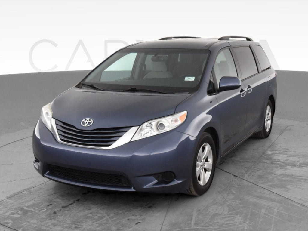 2015 Toyota Sienna LE image