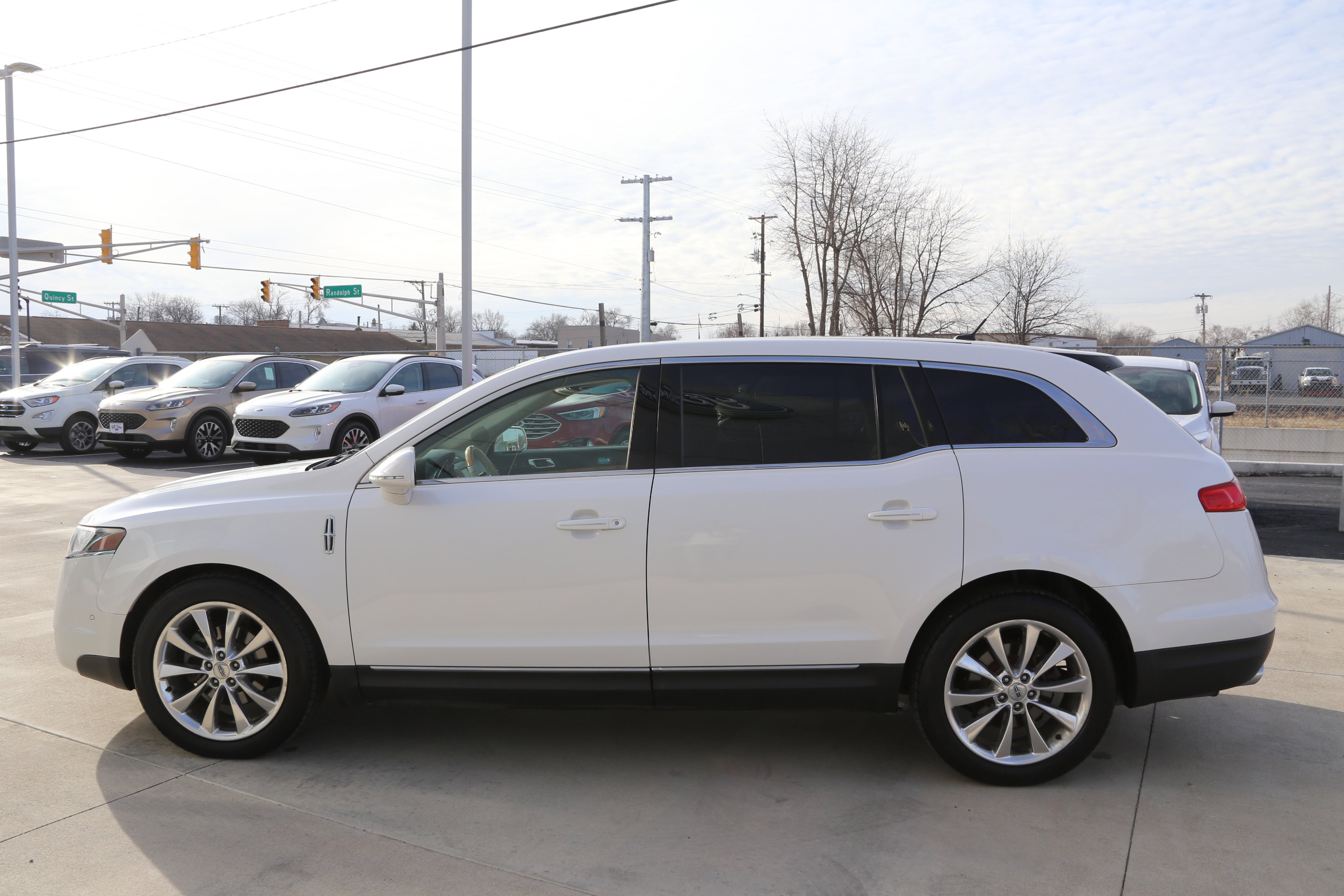 2010 Lincoln MKT AWD image