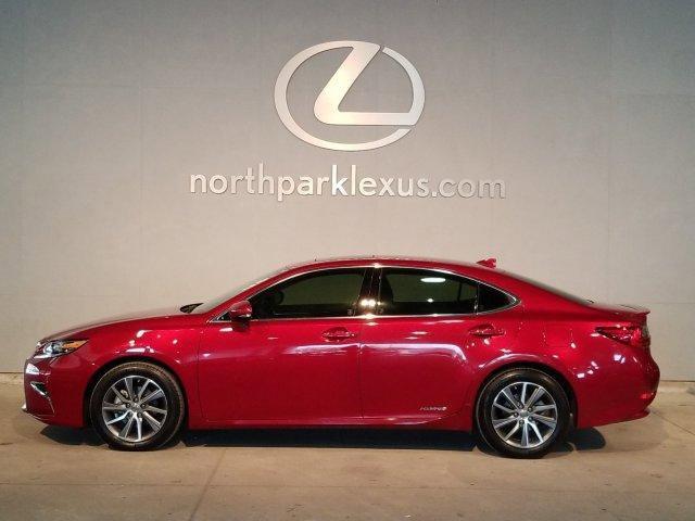 2017 Lexus ES 300h  image