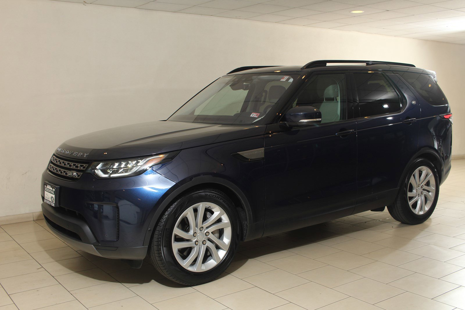 2019 Land Rover Discovery SE image