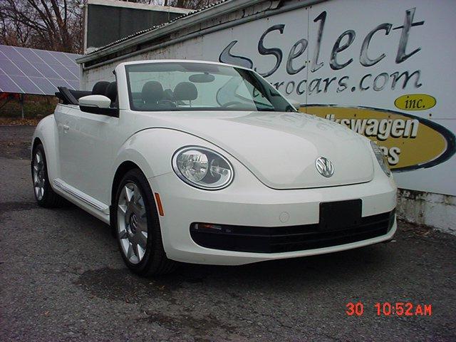 2013 Volkswagen Beetle 2.5 Convertible image